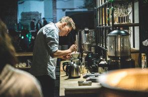 Zápisky protivného hosta: Jak chutná sopečné espresso ve Vnitroblocku?
