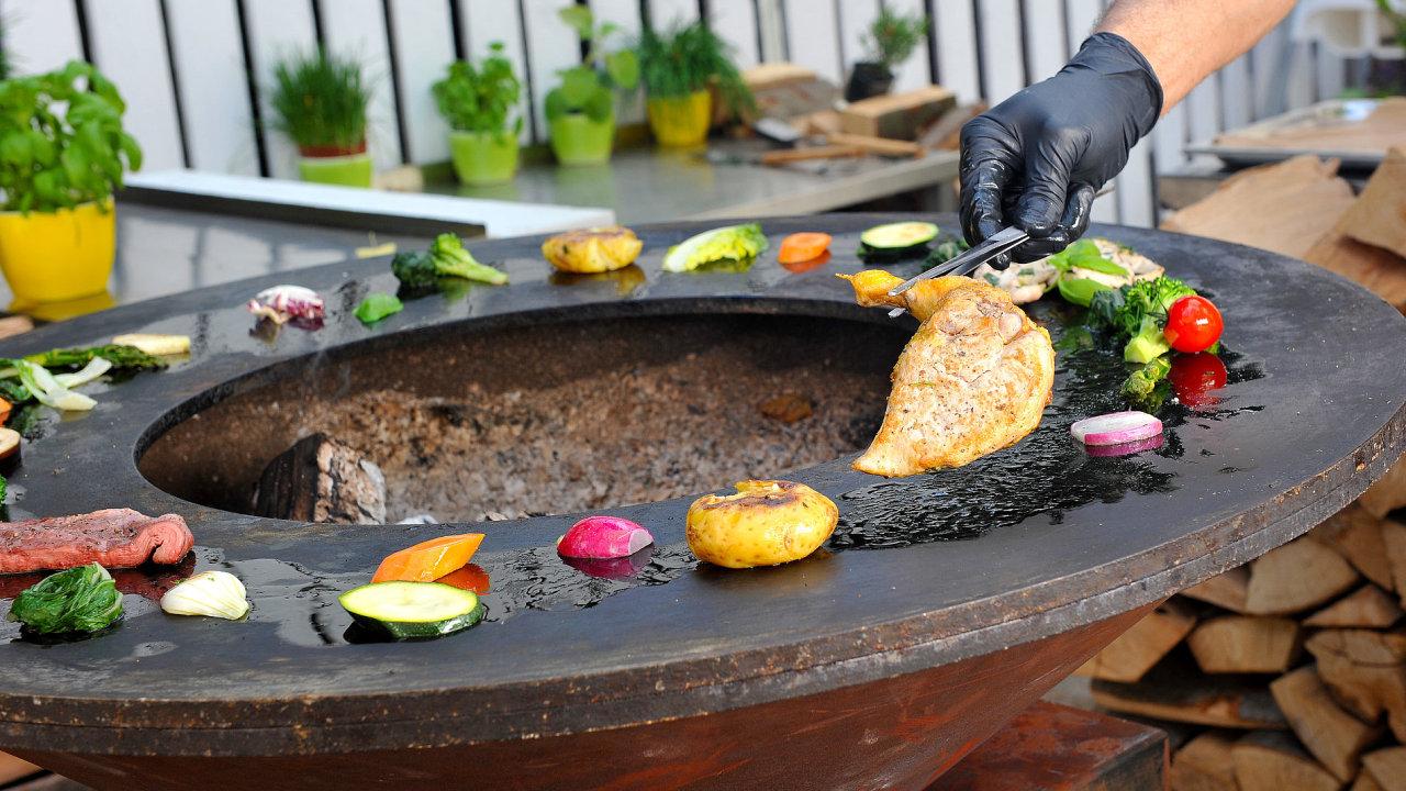 Gril Ofyr v restauraci Žofín Garden.