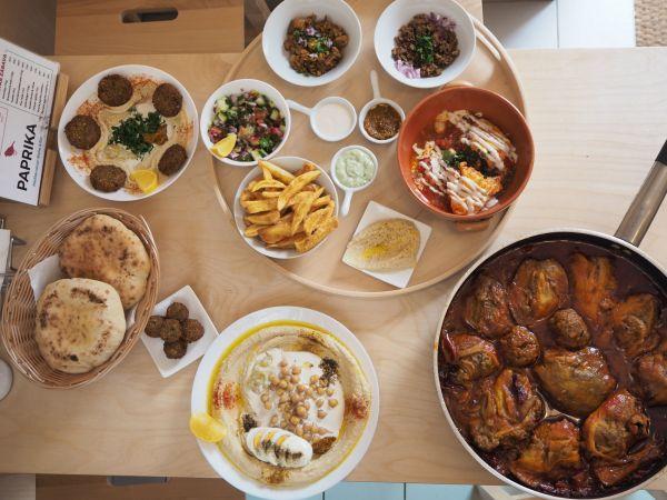 V bistru Paprika na pražských Vinohradech připravují izraelskou kuchyni.