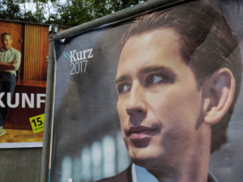 Jednatřicetiletý Sebastian Kurz je předsedou lidové strany. Pokud volby dopadnou podle průzkumů, stane se kancléřem. Pochází zVídně, studoval práva, která ale nedokončil.