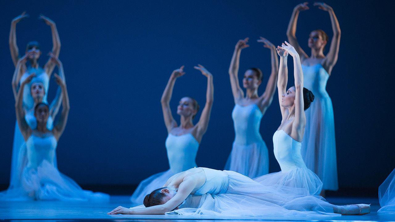 Snímek z baletní inscenace Timeless.