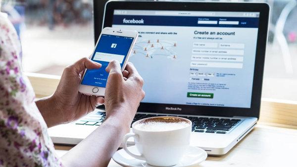 Akcie Facebooku za rok posílily o více než 50 procent.