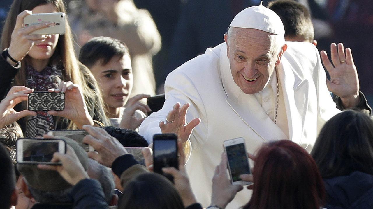 Papež vyráží namírovou misi doBarmy - setká se s barmskými generály i s uprchlými Rohingy..