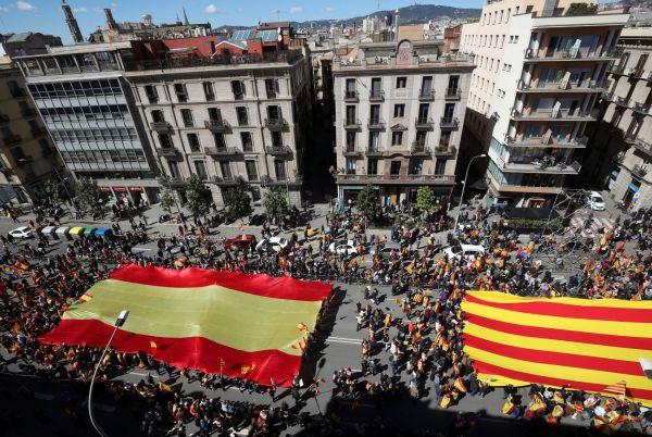 V Barceloně se dnes sešlo několik tisíc odpůrců nezávislosti Katalánska na Španělsku.