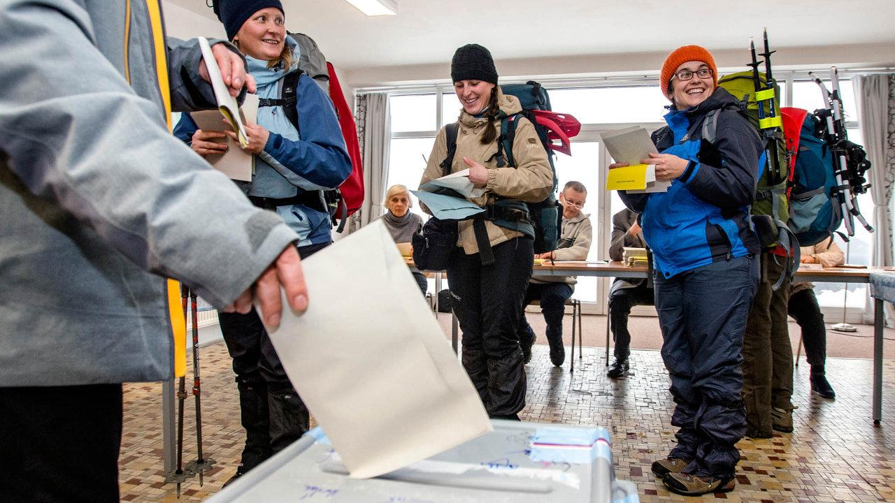 Čeští voliči se podle sociologa Daniela Prokopa dají rozdělit do sedmi skupin.