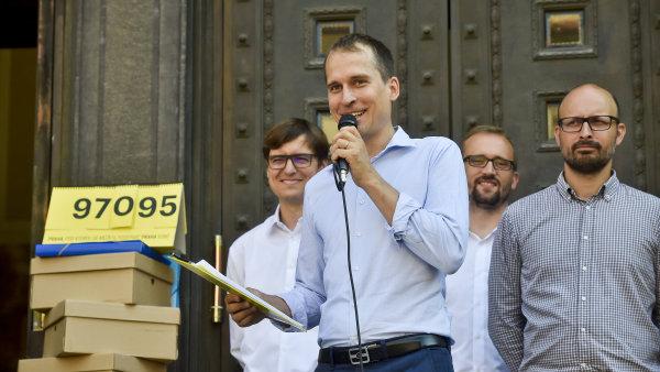 Jednou ze žalob, která znemožňuje rozlosování čísel pro kandidátky, je návrh na zrušení registrace sdružení Praha Sobě.