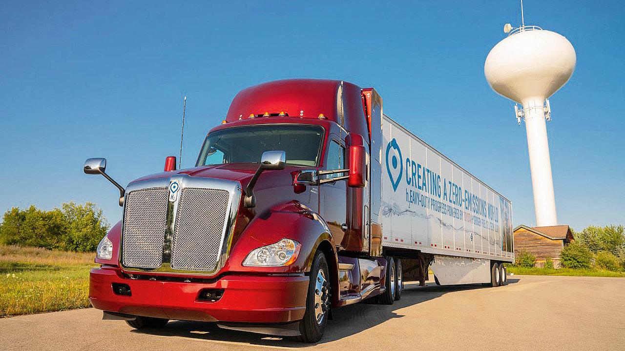 Bezemisní nákladní vozy Toyota vybudované na platformě Kenworth T680.