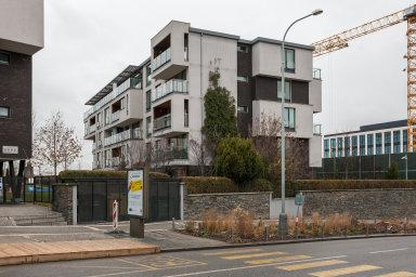 Průměrné náklady na výstavbu metru čtverečního bytu v bytovém domě v roce 2017 dosáhly 43 168 korun.