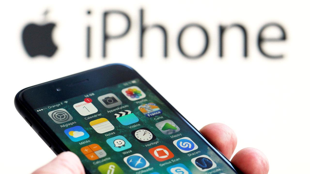iPhony mají větší podíl movitějších a aktivnějších uživatelů ve srovnání s uživateli nejprodávanějších telefonů s Androidem.