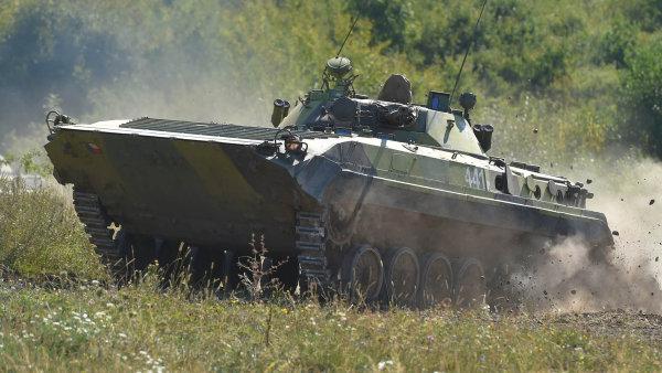 Z miliardové zakázky na nová bojová vozidla má těžit státní podnik a desítky dalších českých firem