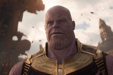 Thanos ze ságy Avengers.