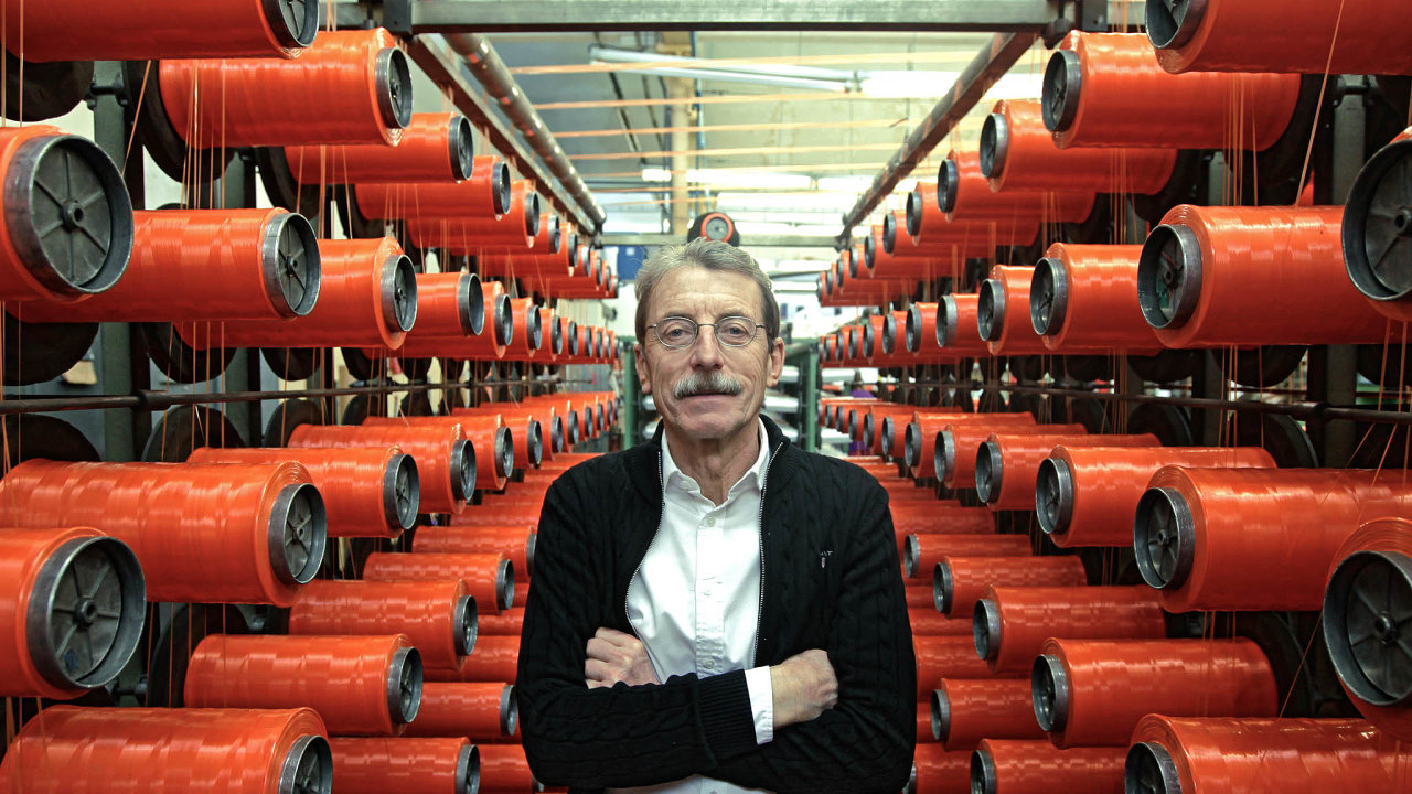 Víc bojovat: Podle Jiřího Hlavatého, šéfa největší české textilky Juta, musí domácí firmy stále více soupeřit vtechnickém textilu sAsií.