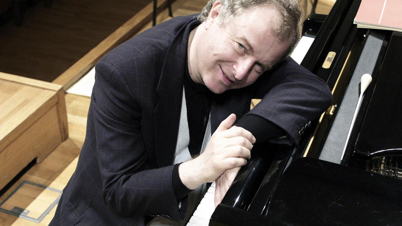 Posluchač se usmívá. András Schiff řadí tóny afráze sradostnou nenuceností.