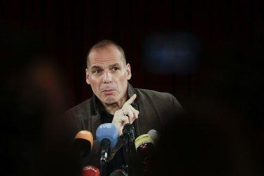 Bývalý řecký ministr financí Janis Varufakis tvrdí, že státy, jež Řecku vdobě krize půjčily, své peníze už nikdy neuvidí. Podle něj si zato ale mohou samy.
