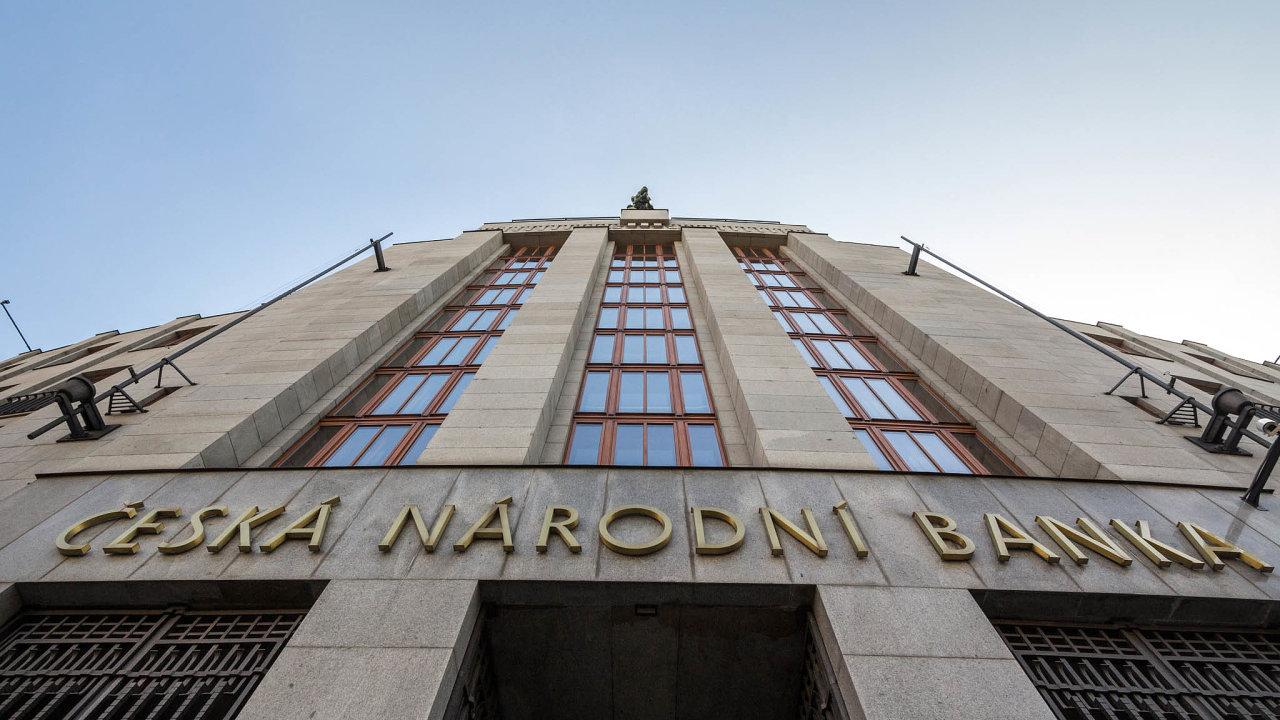 Členové ČNB včele sguvernérem Jiřím Rusnokem ve středu budou projednávat další směřování měnové politiky, včetně nastavení úrokových sazeb.