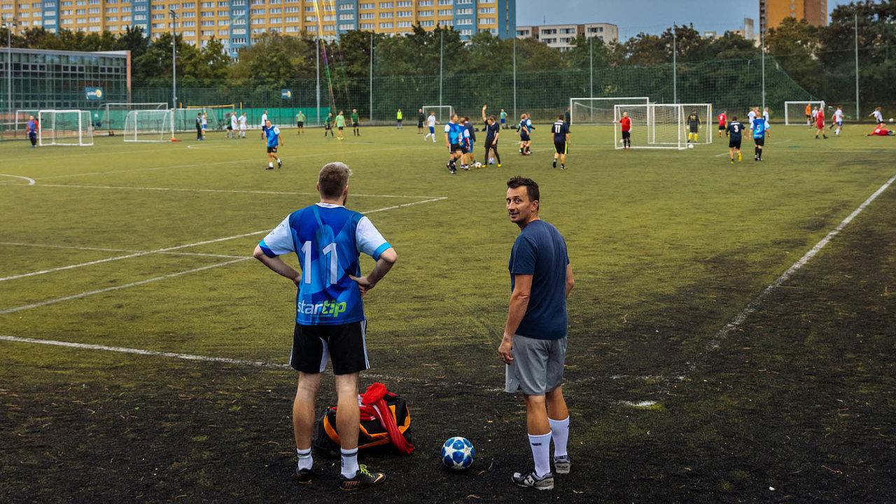 Liga nadšených amatérů.Malý fotbal se dá hrát téměř ukaždé školy nebo na sídlišti.
