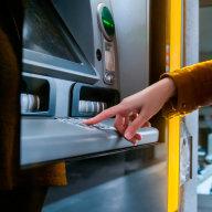 Banky v Èesku zavírají desítky poboèek. Ty, které zùstanou, se mìní na poradenská centra
