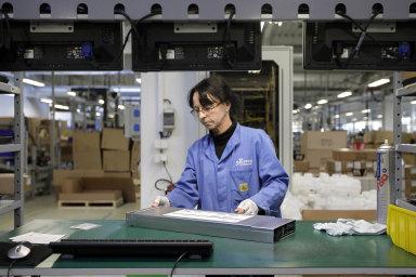 V oboru elektrotechniky odzáří roste poptávka polidech. Na snímku Foxconn.
