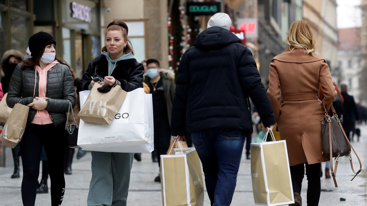Covid, koronavirus, roušky, obchody, nakupování, nákupy