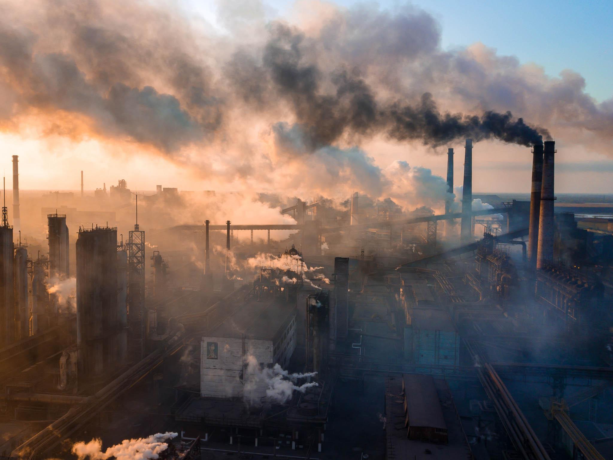 Ve své nové knize Gates varuje před zhoršováním životního prostředí a navrhuje, jak klimatické krizi předejít.