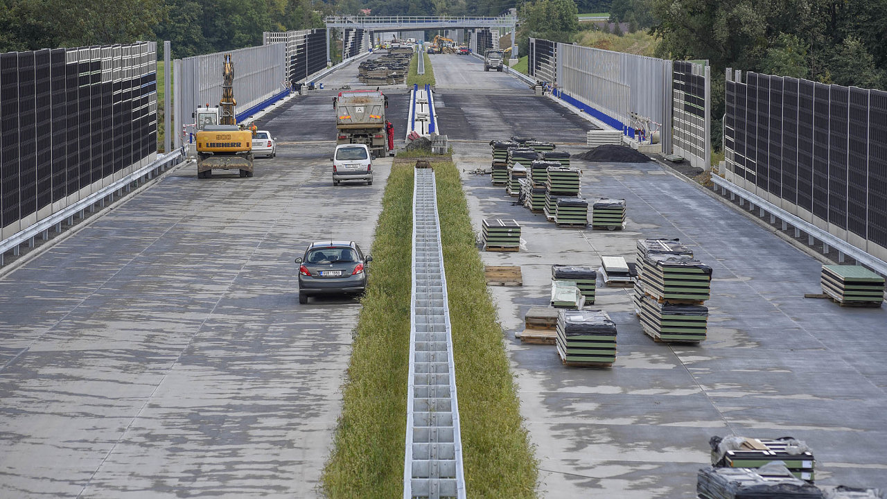 Odnašeho členství vEU dáváme asi 40procent kohezních prostředků dorozvoje dopravní infrastruktury. Bohužel to unás není příliš vidět.