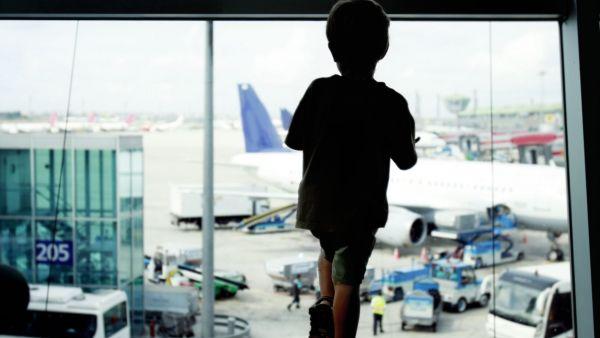 Dítě na letišti
