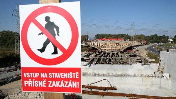 Polovina českých firem tvrdí, že někdy nabídla v tendru dumpingovou cenu