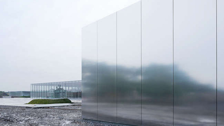 Nový Louvre ve měste Lens se otevírá v úterý.
