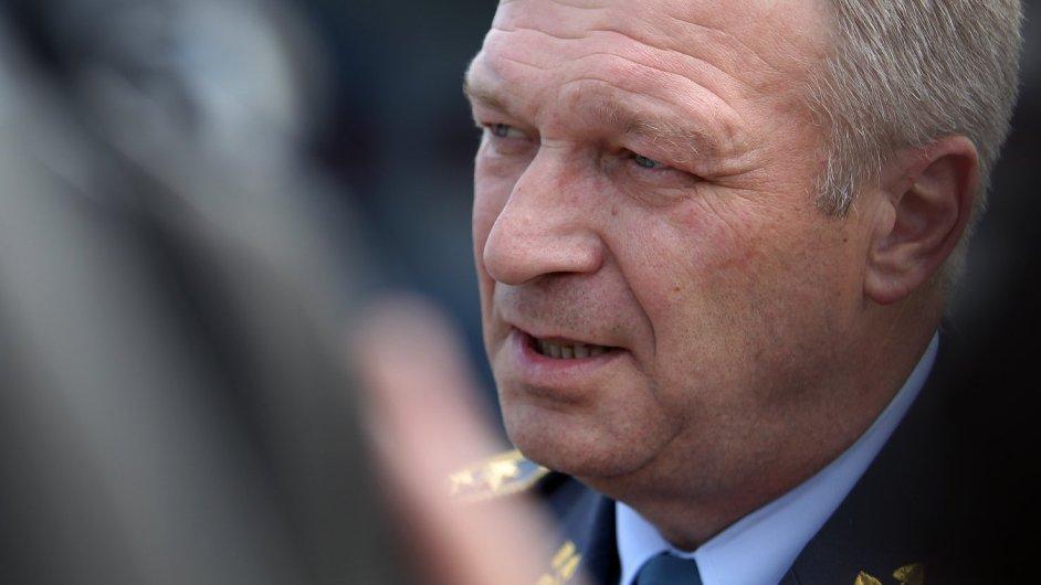 Dosavadní ministr obrany Vlastimil Picek