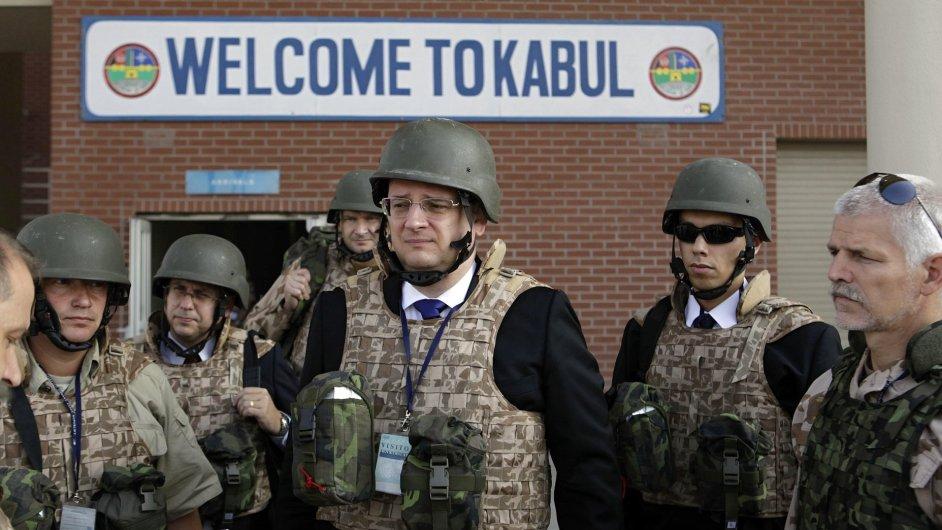 Český premiér Petr Nečas při první návštěvě Kábulu