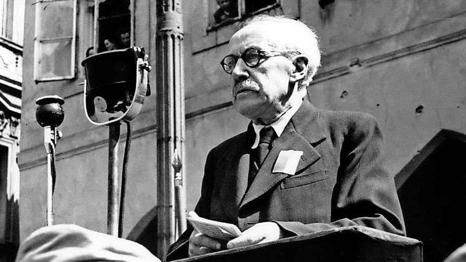 Ministr Zdeněk Nejedlý na snímku z roku 1945