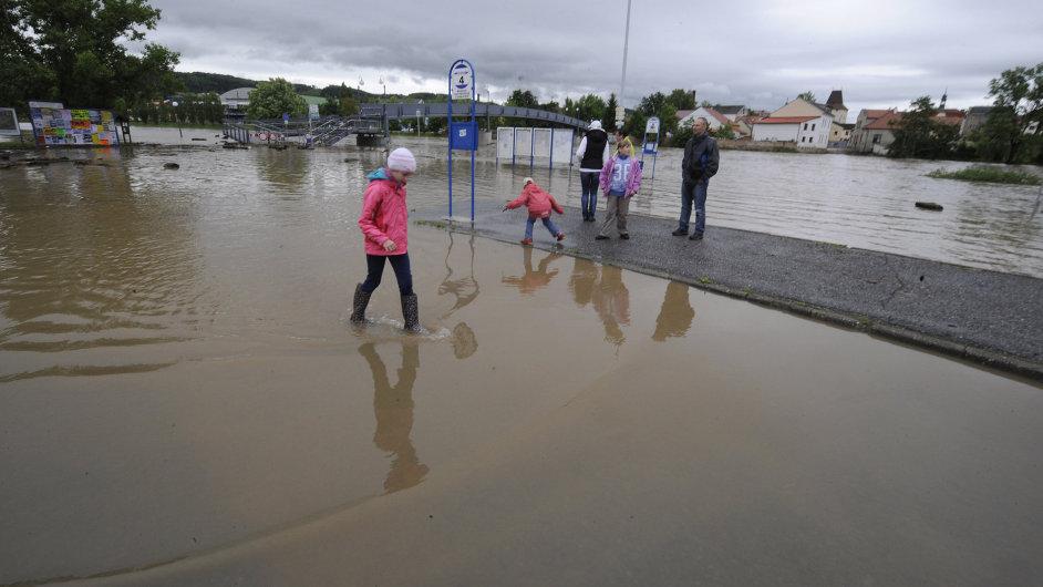 Zaplavené autobusové nádraží v Berouně