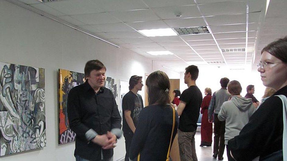 Malíř Konstantin Altunin na vernisáži své výstavy v Muzeu moci v Petrohradě.