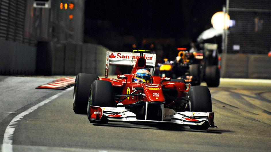 Noční závody formule 1 mají výjimečné kouzlo.