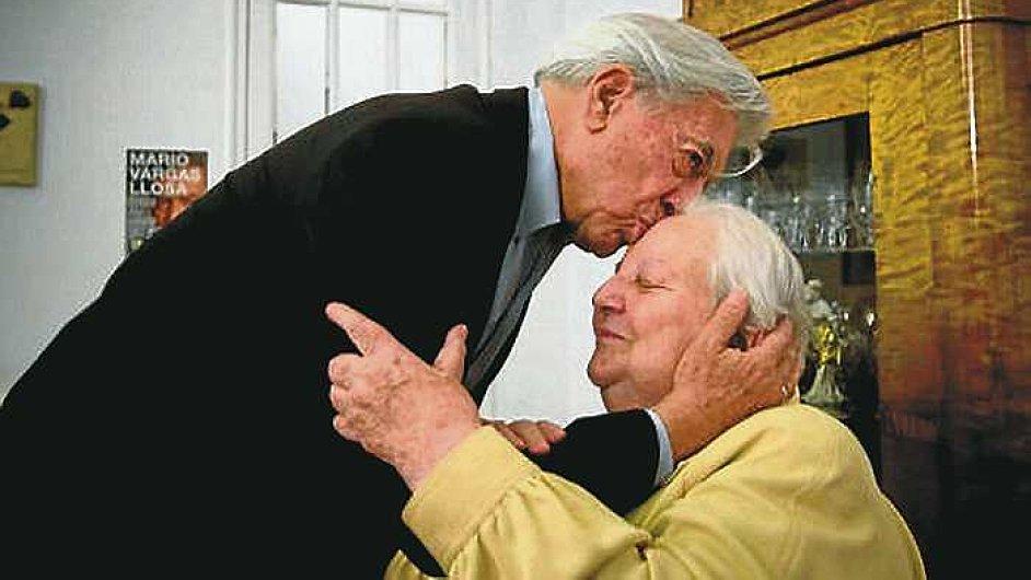 Literární agentka Carmen Balcellsová se spisovatelem Mario Vargasem Llosou