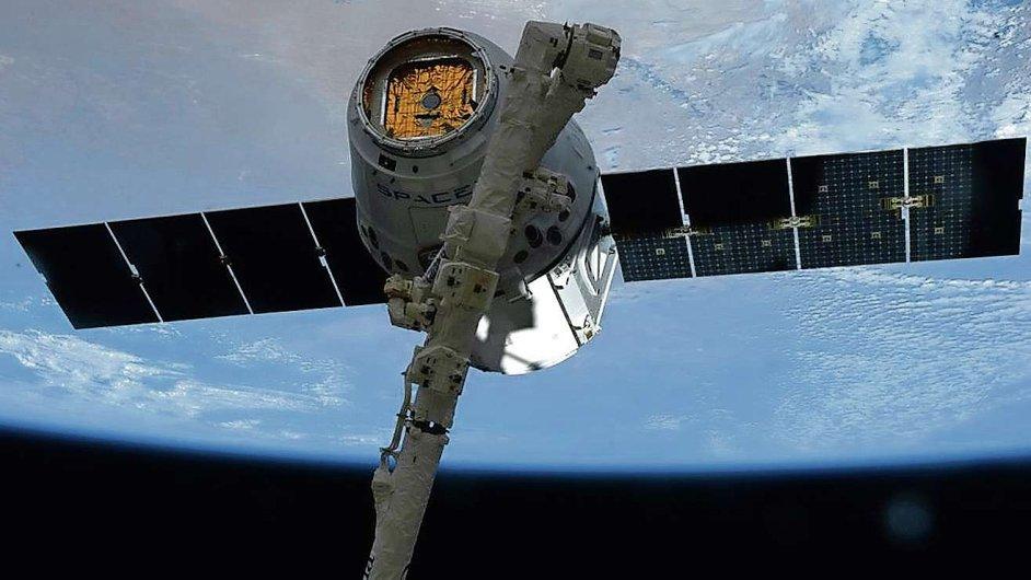 SpaceX Dragon, firma SpaceX chce tuto původně nákladní loď upravit i pro transport kosmonautů.