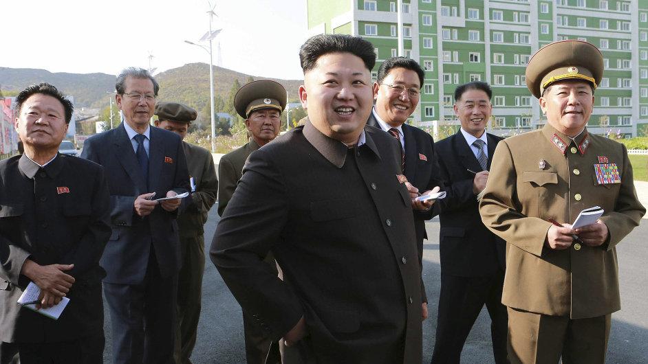 Severokorejský vůdce Kim Čong-un na inspekci.