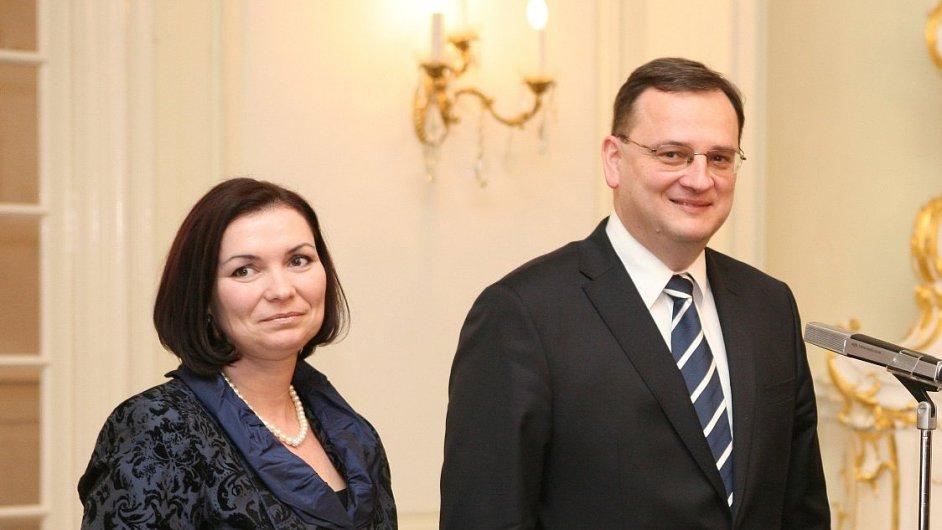 Radka Nečasová a expremiér Petr Nečas ještě v roce 2011.