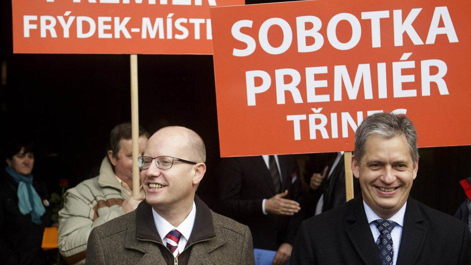 Neshody kvůli primárkám: Premiér Sobotka a ministr Dienstbier se neshodnou, co vše umožnit řadovým členům ČSSD.