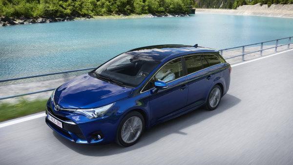 Motory od BMW, plastiky a vy��� ceny. Toyota upravila Auris i Avensis
