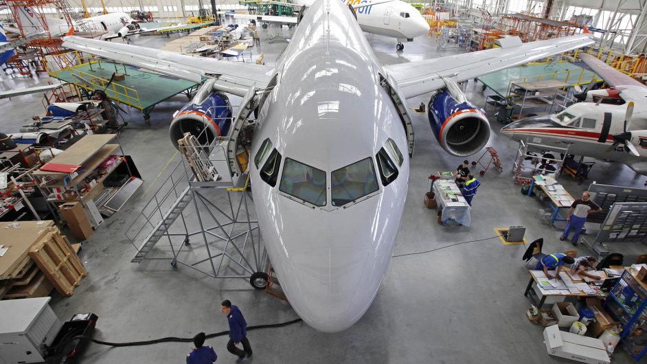 Časy, kdy byl obří hangár Job Air Technic zaplněný letouny, jsou pryč. Firma kvůli svým potížím nemá zakázky.