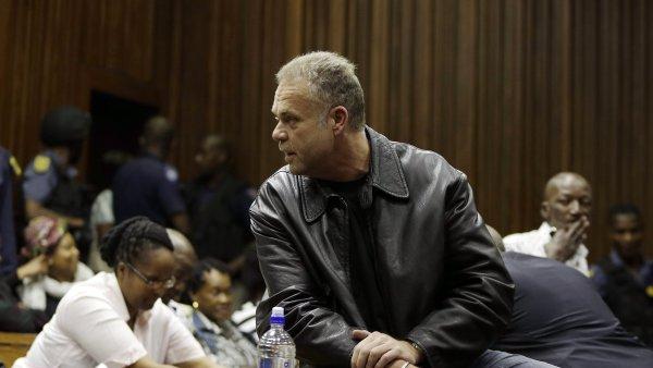Krejčíř propašoval do věznice telefon a poskytl rádiu rozhovor přímo z cely. Obvinil v něm jihoafrické úřady ze spiknutí