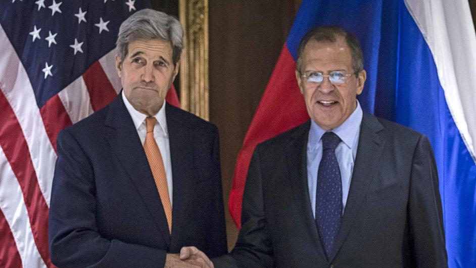 Americký ministr zahraničí John Kerry a jeho ruský protějšek Sergej Lavrov ve Vídni na jednání kvůli Sýrii.