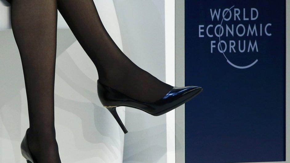 Boty Sheryl Sandbergové z Facebooku na diskusi v Davosu