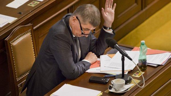 Ministr financ� Andrej Babi� 10. �nora v Praze na mimo��dn� sch�zi sn�movny ke schvalov�n� elektronick� evidence tr�eb.