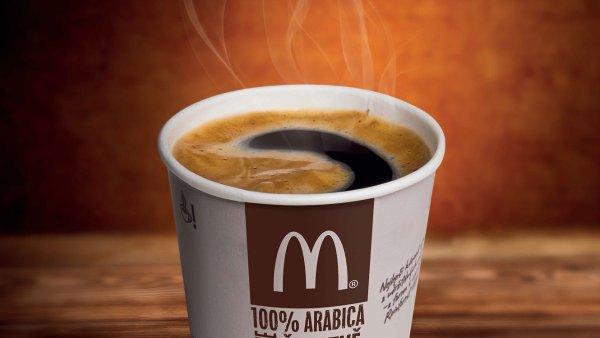 McDonald�s u� pot�et� rozd� des�tky tis�c ��lk� k�vy pouze za �sm�v