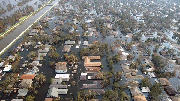 Metropole budou muset bojovat s rostoucí hladinou moří. Na ilustračním foto následky hurikánu Katrina v New Orleans.