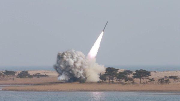 Snímek z březnového testování zbraní.