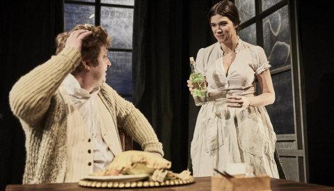 Snímek z inscenace Oblomova v Divadle v Dlouhé