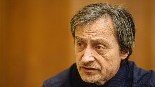 Ministr obrany Martin Stropnický potvrdil, že podmínkou propuštění pěti unesených bylo to, aby Česká republika nevydala zadržovaného Fajáda do USA.